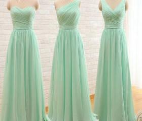 Mint green bridesmai..